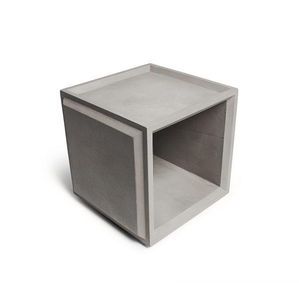 De PLUS Module #1 maakt deel uit van een modulair opbergsysteem, van gegoten beton, waarmee je een eigen ontwerp kunt maken door de modules op verschillende wijzen te combineren en te stap