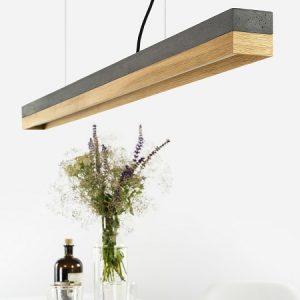 GANT lights C1 -GANTlights C1 langwerpige hanglamp van donkergrijs beton en eiken. De combinatie van licht eikenmet ruw beton leidt tot eentijdloosen elegantdesign.