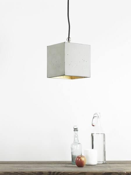 GANTlights B5 - GANT lights B5 vierkante hanglamp van beton, lichtgrijs. De B5 viekante hanglamp van beton, is gegoten van lichtgrijs beton. De combinatie van ruw beton en een binnenzijde van goud, zilver of koper, leidt tot een tijdloos en elegant design. Het verguldsel aan de binnenzijde van de lamp is van hoge kwaliteit en geeft een aangenaam en warm licht.