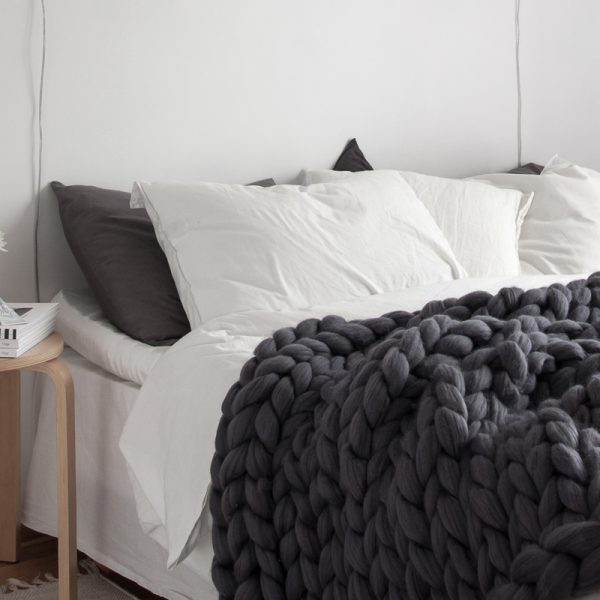 VACHT VAN VILT Chunky knitted plaid throw Natural