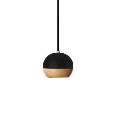 MATER Design RAY – Zwarte hanglamp van metaal, met FSC® eiken kap