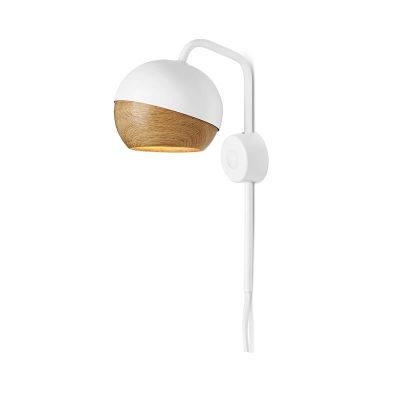 MATER Design RAY - Witte wandlamp van metaal, met eiken kap