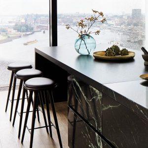 Mater Design HIGH STOOL - Barkruk van donker beuken met zwart leren zitting - H74cm - 01002