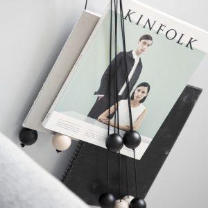 byWIRTH MAGAZINE HANG OUT Tijdschriften hanger, zwart. De byWIRTH MAGAZINE HANG OUT is een tijdschriften-hanger met een decoratieve vormgeving voor aan de muur. Een toonbeeld van puur Scandinavisch design.