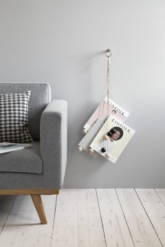 byWIRTH MAGAZINE HANG OUT Tijdschriften hanger, naturel.