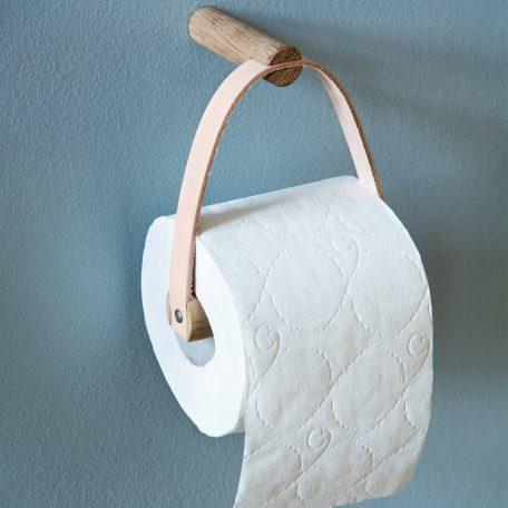 byWIRTH ROLL Toiletrolhouder Naturel eiken. De byWIRTH ROLL toiletrolhouder, gemaakt van Scandinavisch eikenhout in combinatie met een kwalitatief hoogwaardige leersoort. Deze zal in verloop van tijd een mooie patina krijgen en dus steeds mooier worden.