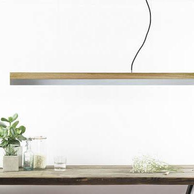 GANT lights C1 - De GANTlightsC1langwerpige hanglamp van eiken en zink. Door de combinatie van het massieve eiken en het matte zink ontstaat een uniek ontwerp.