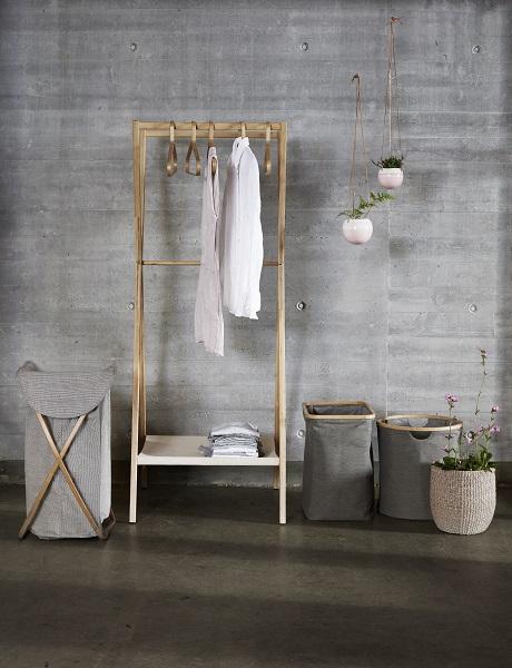 h bsch interior keramische hangpotten met leren band. Black Bedroom Furniture Sets. Home Design Ideas