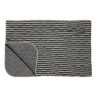 HUBSCH INTERIOR - Grijs gestreepte PLAID, tweezijdig (139044). Dit grijs gestreepte plaid van Hubsch Interior geeft een tijdloze en sfeervolle aankleding aan je huis. Deze mooie plaid komt uit de Tendencies-collectie.