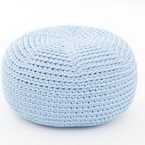 SanFates DO KIDS - gehaakte kinderpoef Ø40x20cm licht blauw. Deze met de hand gehaakte kinderpoef DO heeft een mooie en iets ruwe textuur, een vrolijke uitstraling, frisse kleuren en is erg aangenaam om op te zitten.