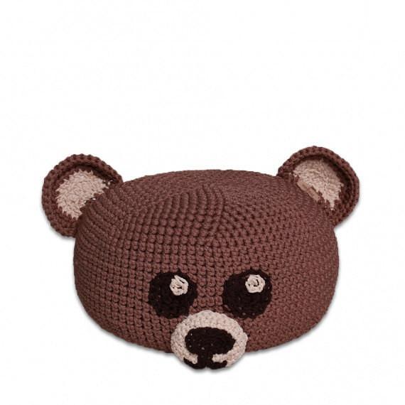 SanFates TEDDY kids - Gehaakte poef. Leuk voor in de kinderkamer, deze met de hand gehaakte poefOWLET. Deze poef in de vorm van een uilheeft een zeer mooie en iets ruwe textuur, een vrolijke uitstraling