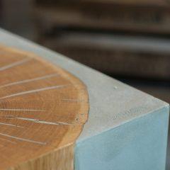 Bijzettafel beton en eiken LIGNUM van BETONEN
