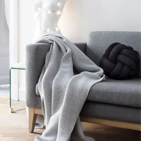 Design House Stockholm - KNOT kussen en DAY sofa (1)