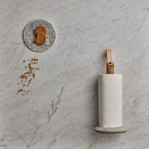 GEJST GRAB Keukenrolhouder eiken leer en beton NATUREL