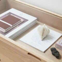 Hubsch Interior - Eiken vitrinekastdisplaykast dressoir120x40xh75cm (880520)