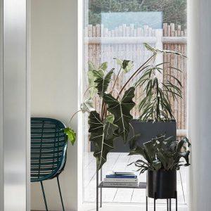 Hubsch Interior - Zwarte plantenbak, 70x28xh78cm (020601)