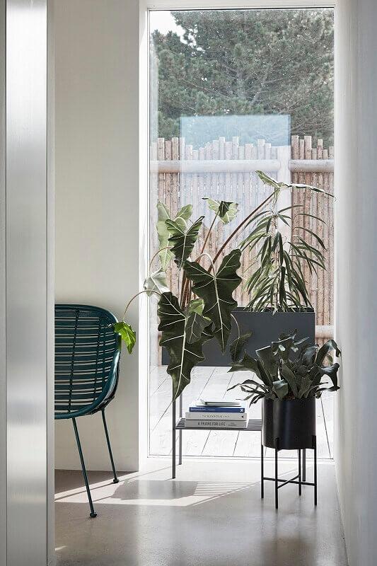 hubsch interior zwarte plantenbak op. Black Bedroom Furniture Sets. Home Design Ideas