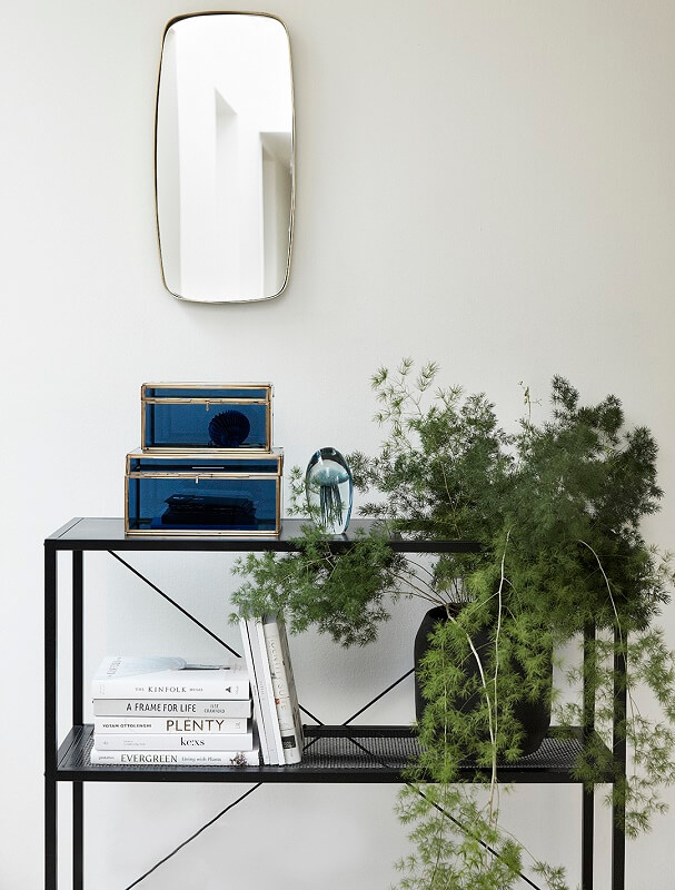 hubsch interior opbergrek van zwart metaal. Black Bedroom Furniture Sets. Home Design Ideas