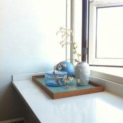MUNK Collective - FRAME Tray Medium - Eiken dienblad met groen blad
