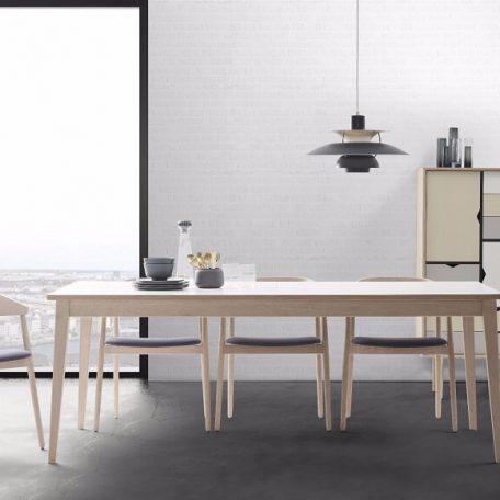 ANDERSEN Furniture - AC2 stoel met T3 tafel
