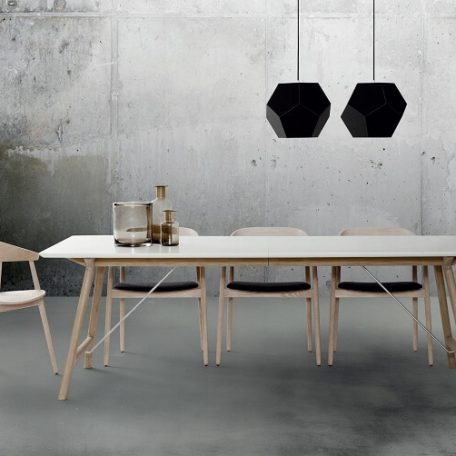 ANDERSEN Furniture - AC2 stoel + T7 tafel