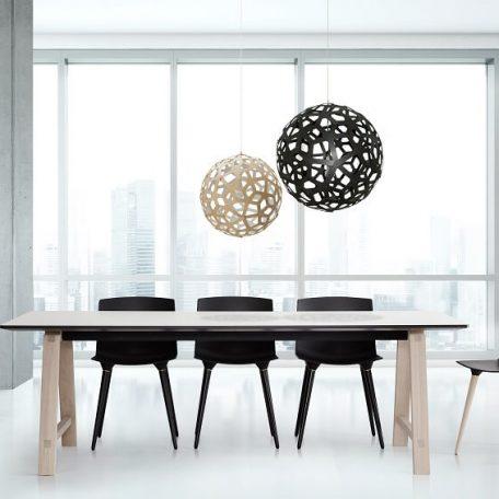 ANDERSEN Furniture - TAC Kunststof kuipstoel met houten poten EIKEN_ZWART