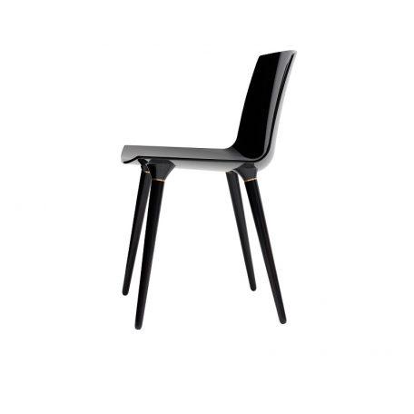 ANDERSEN Furniture - TAC Kunststof kuipstoel met houten poten ZWART_BLACK