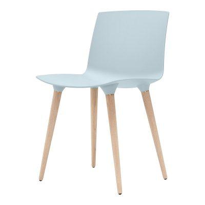 ANDERSEN Furniture - TAC Plastic kuipstoel met houten poten Eiken_IJsblauw