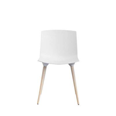 ANDERSEN Furniture - TAC Plastic kuipstoel met houten poten Eiken_Wit