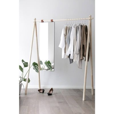 minimalistisch kledingrek