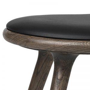 Mater Design LOW STOOL - Sirka grijze eiken kruk FSC met zwart leren zitting - 01043