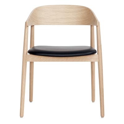 ANDERSEN Furniture - AC2 Chair - Gezeept eiken eetkamerstoel, zitting zwart Sørensen leer
